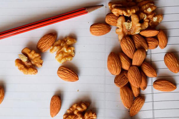 Importance of Nuts in Kids